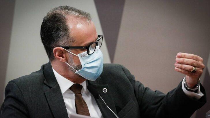 'não é motivo de pânico', diz presidente da anvisa sobre proibição de doses da coronavac