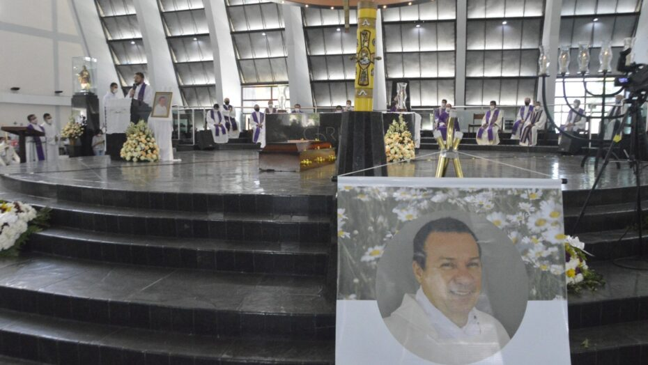 Catedral metropolitana recebe corpo de padre potiguar encontrado morto em hotel de goiás