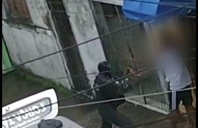 Pm agride casal com fuzil e bala é disparada em abordagem, denunciam moradores de mãe luiza