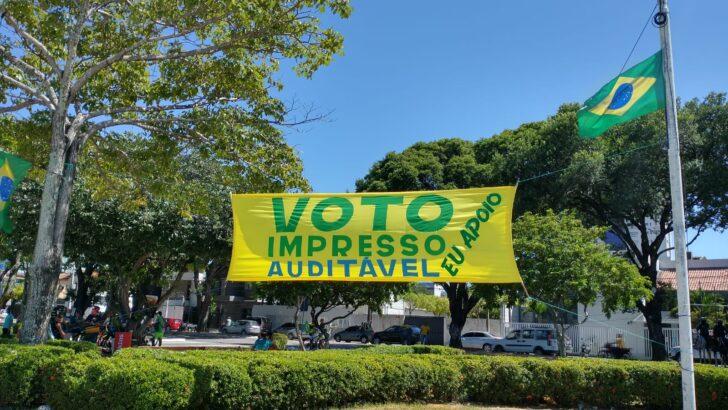 Fotos: cartazes de manifestantes em natal pedem intervenção militar com bolsonaro, prisão de ministros do stf e voto impresso