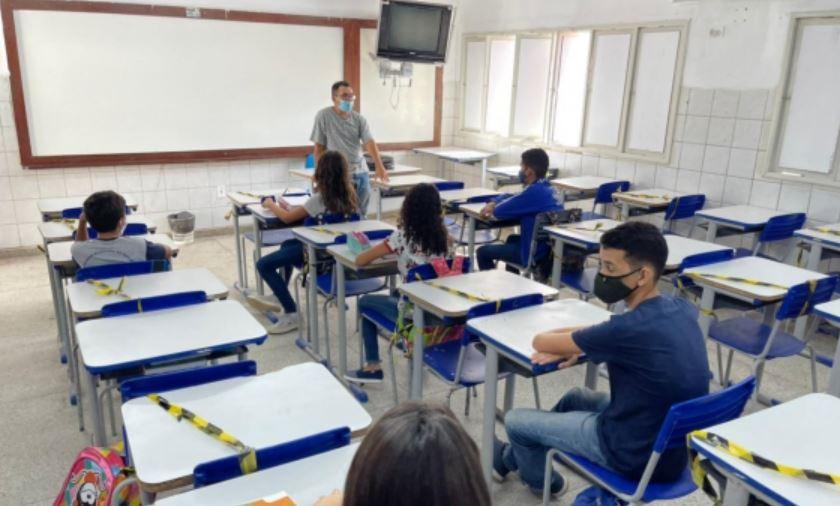 Rede municipal de ensino retoma aulas presenciais para alunos do 6º ao 9º ano