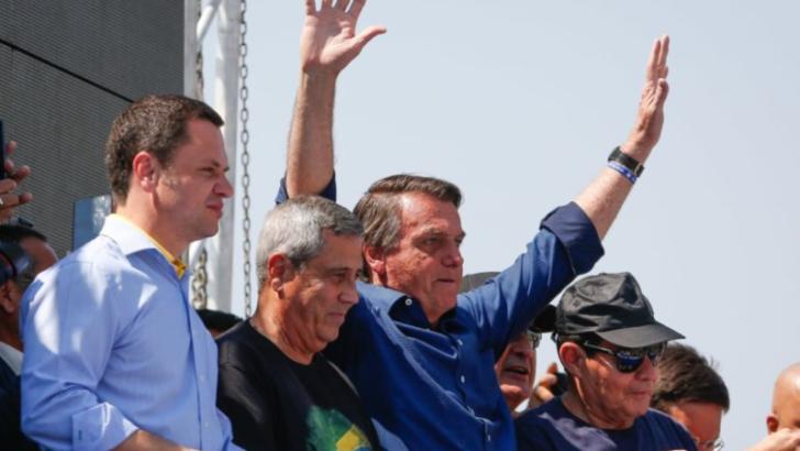 """Bolsonaro cita nome do ministro alexandre de moraes em ultimato: """"ou se enquadra ou pede para sair"""""""