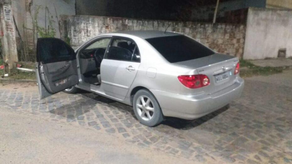 Homem é feito de refém após arrastão e roubo de veículos na grande natal