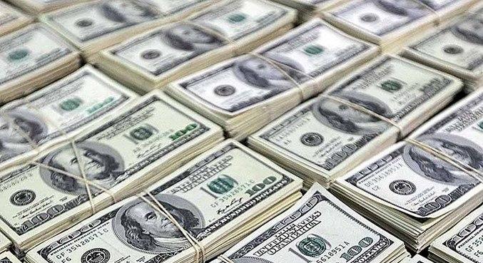 Dólar fecha em alta de 0,68%, a r$ 5,25, e bolsa tem leve queda