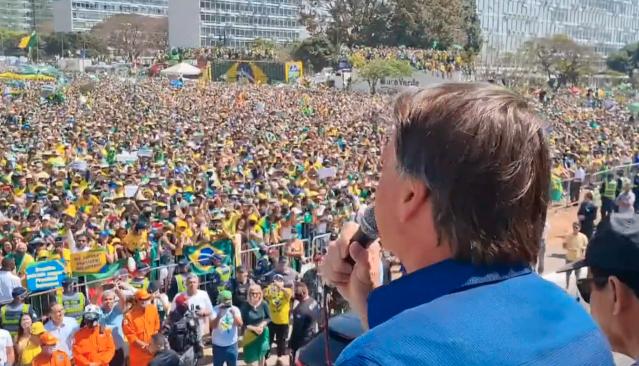 """Em ataque a moraes, bolsonaro diz que """"nunca será preso"""" por """"canalhas"""""""