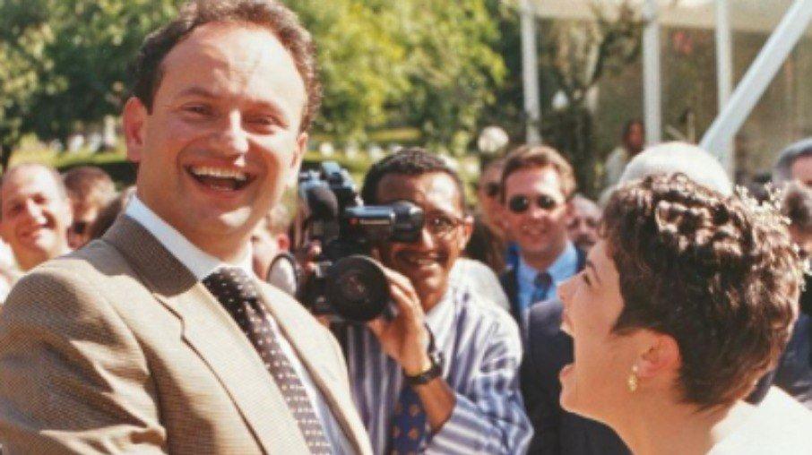 """Sandra annenberg pede ernesto paglia em casamento mais uma vez: """"firme e forte"""""""