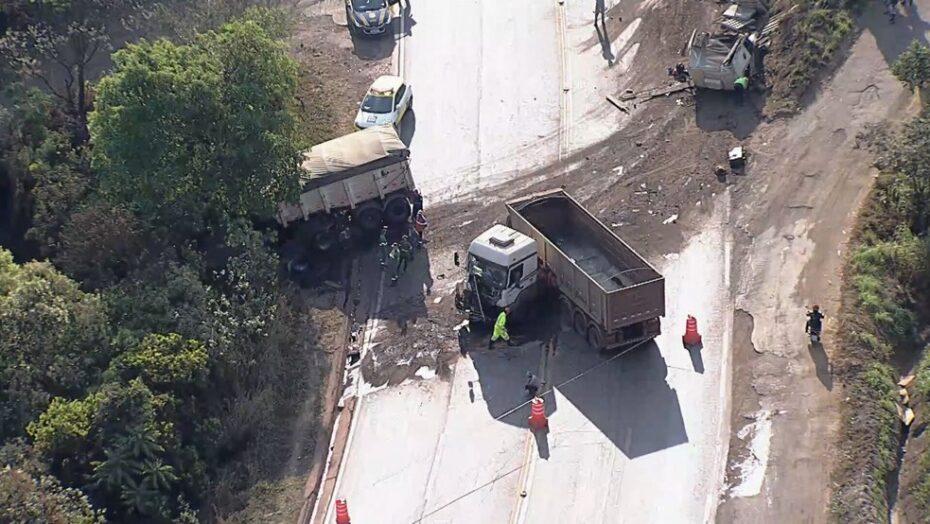 Engavetamento envolvendo seis veículos deixa uma pessoa ferida na br-040