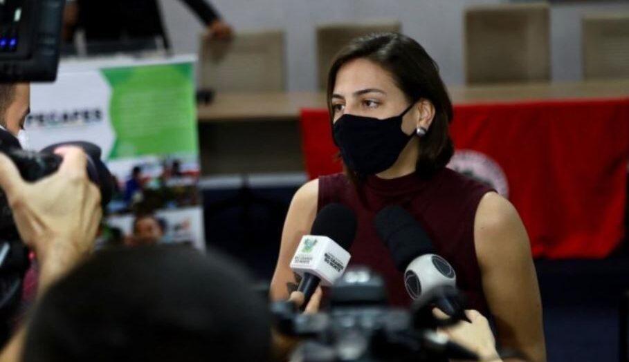 """""""por vacinas e pelo fora bolsonaro"""", diz natália bonavides sobre atos de 7 de setembro"""