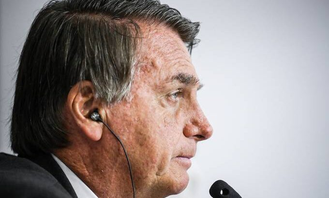 Brasileiro contaminado encontrou 30 pessoas na onu. como fica bolsonaro?