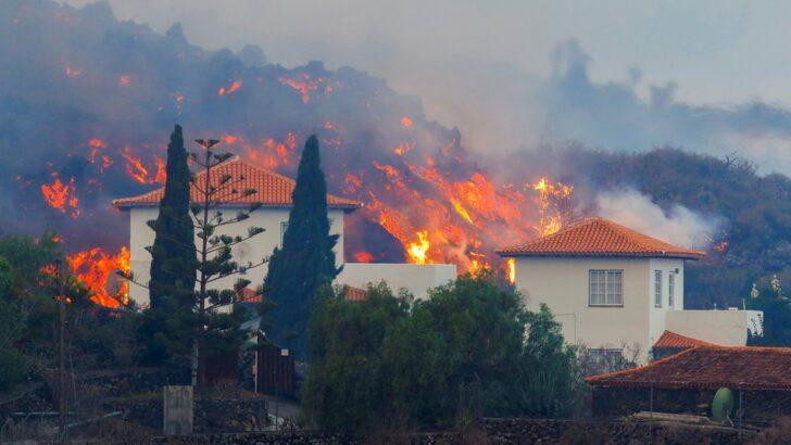 Lava de vulcão chega a casas, e milhares de pessoas fogem