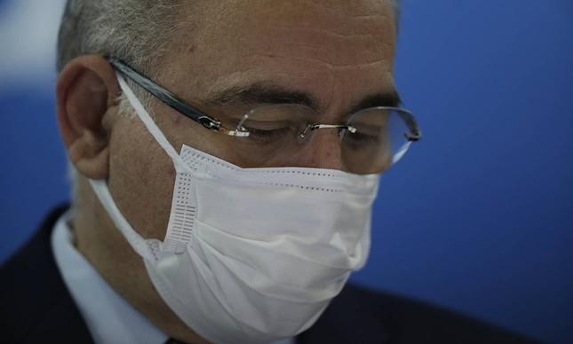 Médicos ameaçam deixar câmara técnica da saúde se vacinação de adolescentes não for retomada