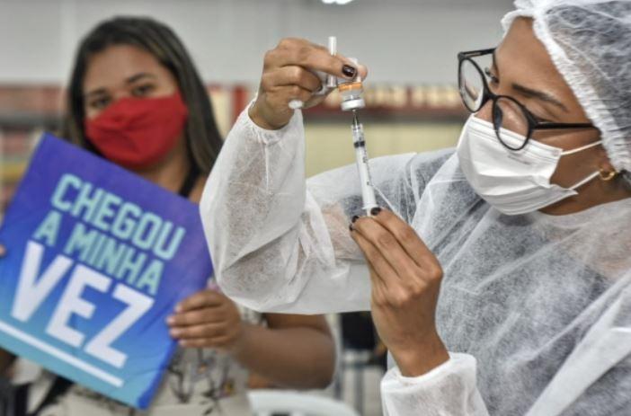Natal inicia vacinação de adolescentes de 12 anos com deficiência permanente ou comorbidade