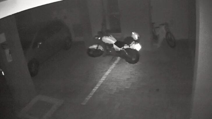 """VÍdeo: """"moto assombrada"""" anda sozinha em estacionamento e viraliza"""