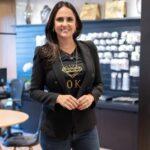 Demitida da record, jornalista carla cecato começa a trabalhar em loja de joias: 'cansei'