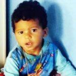 Bebê de 1 ano e meio morre após ser atingido por tiro enquanto cortava o cabelo em salão