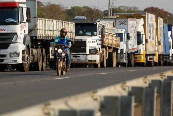 Caminhoneiros exigem queda no preço do diesel e marcam greve para 1º de novembro