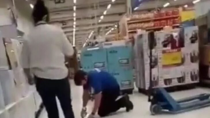 Gerente é flagrada ao humilhar vendedor em carrefour; vÍdeo